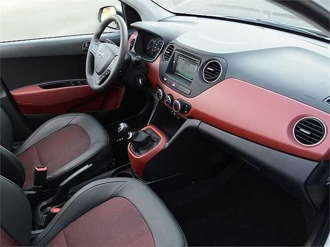 Về nội thất, một số chi tiết bên trong khoang lái được bọc da, tông màu đỏ đen khiến chiếc xe thực sự gợi lên nét thể thao đúng với cái tên của mình.