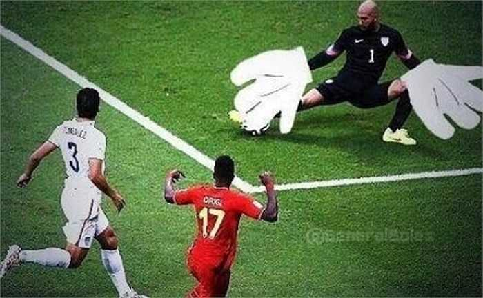 Howard với bàn tay rất to ngăn cả cầu thủ Bỉ ghi bàn.