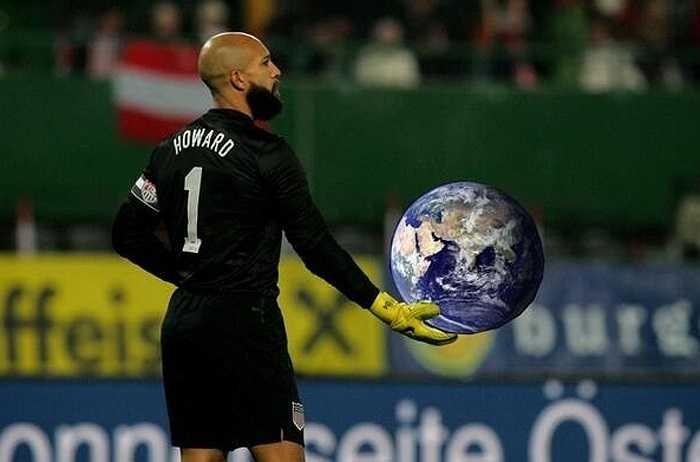 Tim Howard một tay nâng cả trái đất.