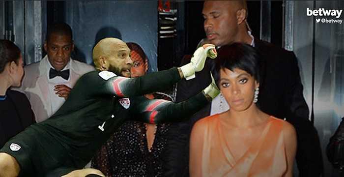 Ngăn cản rapper số 1 nước Mỹ Jay Z tiến đến nữ danh ca Solange Knowles.