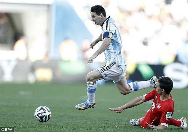 Chính Messi, với một pha đi bóng thần sầu đã giúp Argentina có bàn thắng duy nhất trong 120 phút thi đấu.