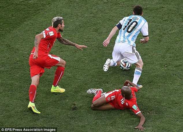 Pha đi bóng lắt léo của Messi