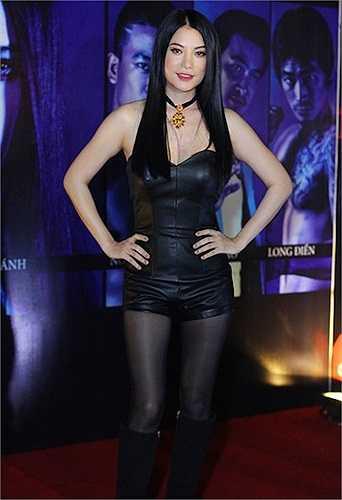 Trong tiệc ra mắt bộ phim 'Hương ga', người đẹp xuất hiện trong trang phục cá tính như một cách hé lộ về hình ảnh mới của cô.