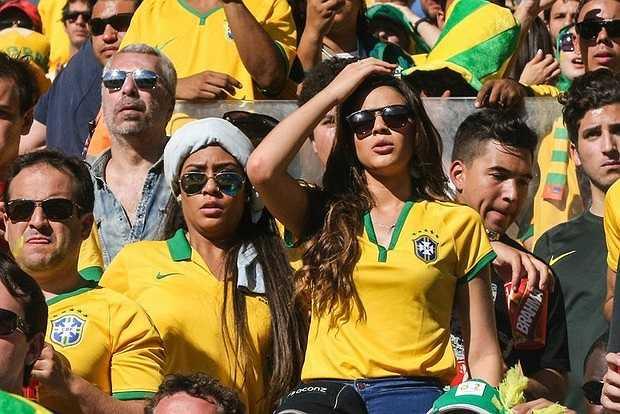 Mới đây, Burna đã tới sân chia lửa cùng Neymar trong trận đấu ở vòng 2 với Chile. Một trận đấu mà Bruna đứng ngồi không yên.