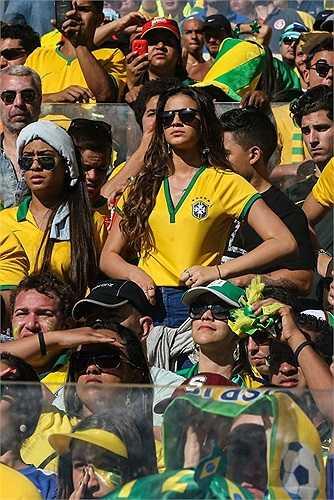 Neymar nhận tinh mình sắp làm cha trong buổi tập chiều qua của ĐT Brazil. Anh phát điên lên vì sung sướng và lập tức báo tin cho HLV trưởng Scolari.