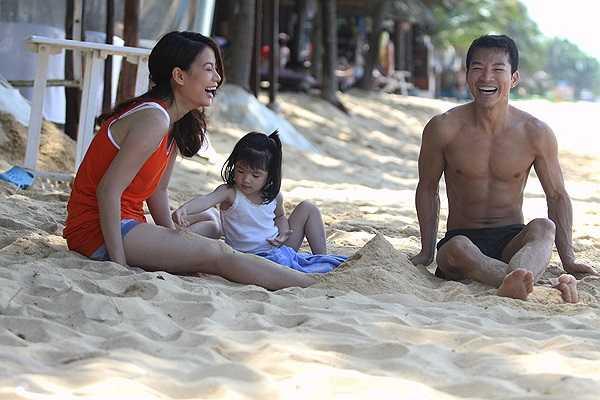 Suốt từ khi con gái chào đời năm 2008 cho đến nay, những hình ảnh cha con hạnh phúc luôn được anh chia sẻ với fan.