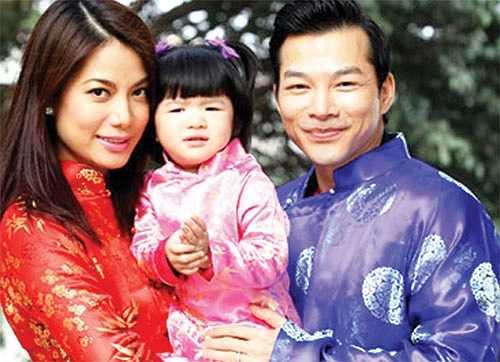 Trong khi đó, Trần Bảo Sơn là một doanh nhân từ Mỹ về. Đám cưới của họ được coi là sự mở đầu viên mãn của cặp trai tài gái sắc.