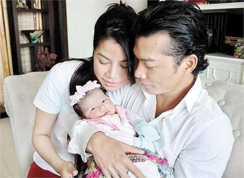 'Ngoài việc chăm lo chu đáo cho gia đình, Trần Bảo Sơn là người rất lãng mạn, từ khi yêu nhau đến tận bây giờ. Anh luôn tìm cách tạo ra những điều bất ngờ để làm mới cảm xúc vợ chồng'