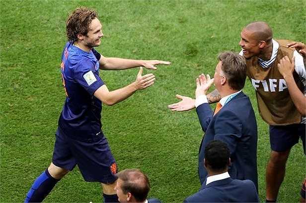 Hậu vệ đa năng này rất muốn được tài ngộ người thầy trong màu áo ĐT Hà Lan, Luois van Gaal