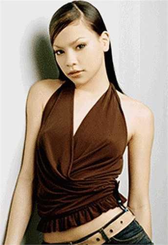 Gia nhập showbiz vào năm 1999 với tư cách người mẫu, Hà Hồ ghi dấu ấn bằng giải nhì Siêu mẫu Hà Nội, giải nhất Siêu mẫu Việt Nam. Lúc này những nét trên khuôn mặt lộ rõ hơn, gương mặt lạnh lùng cá tính của Hồ Ngọc Hà khá hợp với sàn catwalk, cô là một trong những sáng giá vào thời điểm đó.