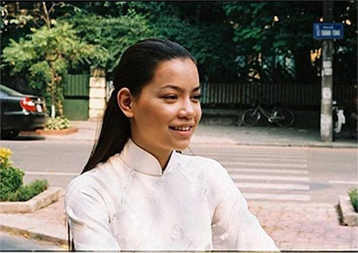 Năm 2005, khi đóng bộ phim 'Chiến dịch trái tim bên phải', gương mặt bà xã Cường Đô La đầy đặn cùng làn da ngăm ngăm.