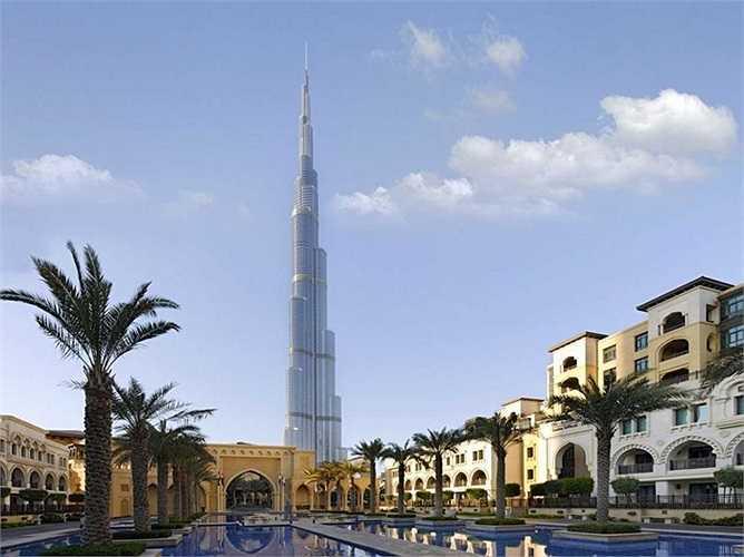 Burj Khalifa là một tòa nhà chọc trời siêu cao ở 'Trung tâm Mới' của Dubai, Các Tiểu Vương quốc Ả Rập Thống nhất (UAE), với độ cao 643,3m. Đây hiện là công trình cao nhất thế giới.