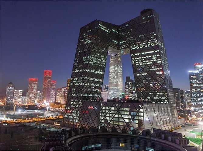 Mọi người ở Bắc Kinh, Trung Quốc đã đặt cho trụ sở của Đài truyền hình trung ương Trung Quốc (CCTV) một cái tên vô cùng đặc biệt 'Chiếc quần soóc khổng lồ của võ sĩ quyền Anh'.