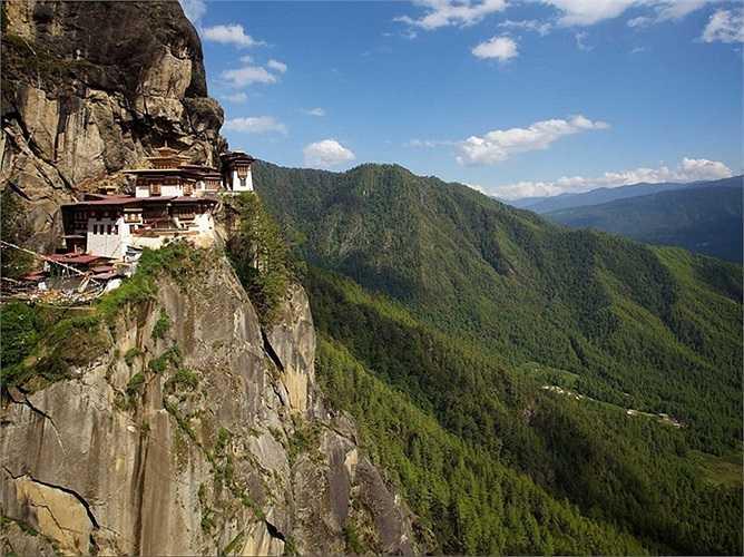 Tu viện Tiger's Nest là một ngôi đền nổi tiếng, địa điểm thiêng liêng của Phật giáo trên dãy Himalaya, nằm cheo leo bên vách đá của thung lũng Paro, Bhutan. Ngôi đền đầu tiên được xây dựng vào năm 1692, ở độ cao 3048 km so với mực nước biển.