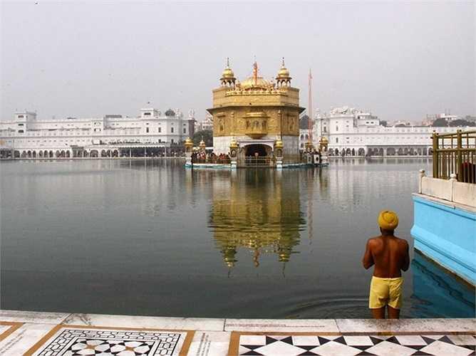 Đền Vàng ở Amritsar, Ấn Độ là một trung tâm văn hóa và tinh thần của tôn giáo Sikh