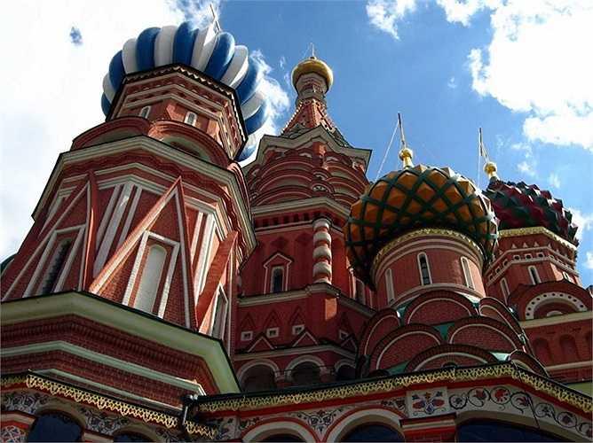 Được khánh thành vào năm 1561, nhà thờ thánh Basil ở thủ đô Matxcơva, Nga được coi là một phần bản sắc dân tộc Nga.