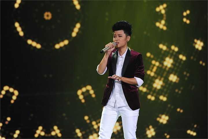 Sang cặp đấu cân tài cân sức giữa Thái Sơn và Kim Linh, cô nàng đẹp trai chọn 'Thu cuối' trong khi quán quân Tiếng ca học đường 2009 chọn 'Chơi vơi tôi ru tôi'.