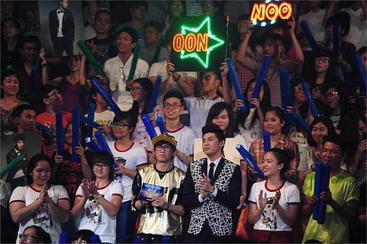 Giám khảo của đêm thi này là ca sỹ Noo Phước Thịnh.