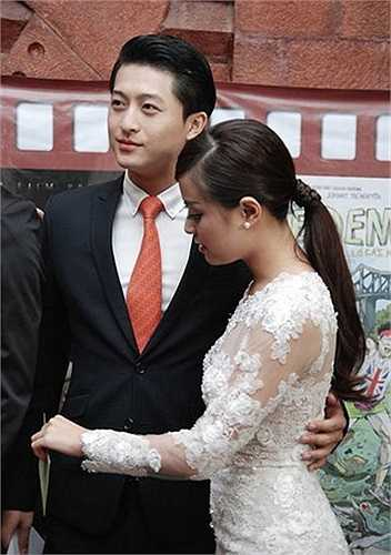 Thậm chí, Hoàng Thuỳ Linh còn ở lại qua đêm ở nhà Harry Lu sau khi đi đám cưới của Trà My Idol về.