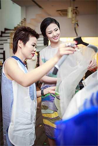Mẫu thiết kế váy coctail dress hiện đại và cá tính giúp tôn lên vẻ đẹp của người đẹp Hà Thành.