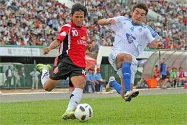 Có một điều đáng ngại dành cho U19 Việt Nam là việc U21 Campuchia tận dụng tối đa điều lệ giải Hassanal Bolkiah Trophy 2014 của nước chủ nhà Brunei, để bổ sung một cầu thủ 27 tuổi và 4 cầu thủ 23 tuổi trong đội U21 của mình.