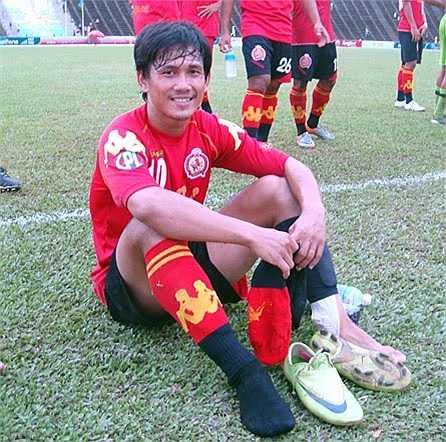 Kouch Sokumpheak, cầu thủ sinh năm 1987 chơi ở vị trí tiền đạo của Đội tuyển quốc gia Campuchia từ năm 2006.