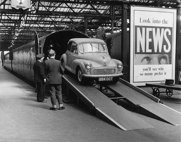 9. Morris Minor (7.500 USD). Chiếc xe Morris Minor rất rẻ so với các xe khác trên thế giới tại thời điểm được xuất xưởng, năm 1929. Tuy nhiên với các nhà sưu tập xe cổ, giá của nó lúc này không hề rẻ.