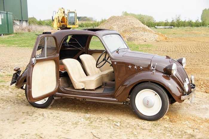 """7. Fiat 500 Topolino (5.434 USD). Fiat 500 sinh ra để cho những con đường nhỏ bé của thành Rome. Nó quả là một chiếc """"city car"""" đích thực. So với chiều cao trung bình của người Ý, nóc chiếc xe này chỉ cao bằng phân nửa trông chẳng khác gì một chiếc xe đồ chơi"""