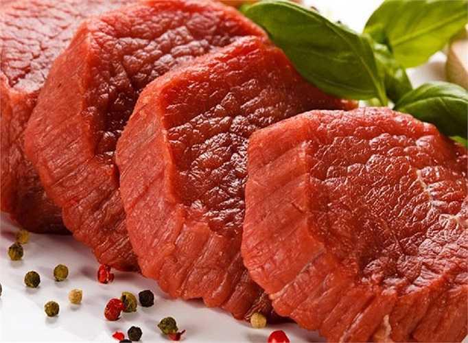 Mặc dù thịt bò có rất nhiều lợi ích cho sức khỏe nhưng cũng có nhiều lý do hơn nữa để bạn tránh tiêu thụ chúng hàng ngày. Các tác động xấu của thịt bò đến sức khỏe là đáng kinh ngạc. Thịt bò chứa hàm lượng cholesterol cao và có khả năng gây rối loạn sức khỏe và các vấn đề liên quan đến trọng lượng nếu bạn tiêu thụ chúng thường xuyên.