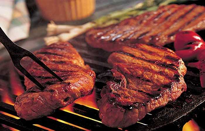 Một nghiên cứu gần đây cho thấy mối liên quan giữa thịt bò và bệnh tim không xuất phát từ chất béo bão hòa và cholesterol mà do các vi khuẩn đường ruột đã phá vỡ một hợp chất được tìm thấy trong thịt có tên là Carnitine, liên quan đến chứng xơ vữa động mạch.