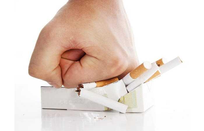 Ngưng hút thuốc lá. Hút thuốc lá là một trong những thói quen tồi tệ nhất có ảnh hưởng đến tất cả các bộ phận của cơ thể. Những người hút thuốc là có nguy cơ mắc ung thư tuyến tiền liệt cao hơn những người bình thường.