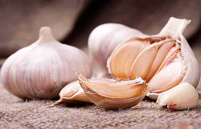 Ăn tỏi thường xuyên. Tỏi có chứa Allium - một thành phần có thể cắt giảm nguy cơ phát triển ung thư tuyến tiền liệt lên đến 20%.