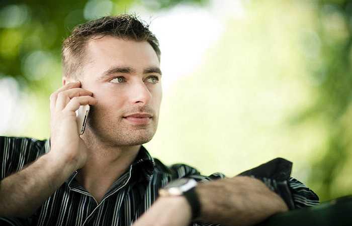 Tránh xa các bức xạ điện thoại di động. Hầu hết nam giới thường để điện thoại di động của họ trong túi quần. Thói quen này rất có hại cho sức khỏe sinh dục. Các bức xạ từ các thiết bị di động thực sự có thể gây ra bệnh ung thư tuyến tiền liệt.