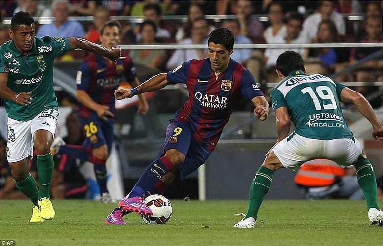 Anh nhận được sự chào đón của đông đảo cổ động viên Barca.
