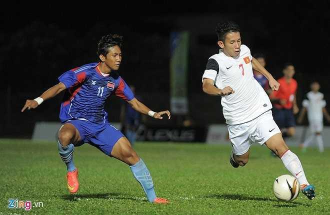 Khoảng 20 phút đầu trận, các cầu thủ U19 Việt Nam thi đấu khá căng cứng dưới áp lực buộc phải thắng. Trong khi đó U21 Campuchia bung sức chơi áp sát để hạn chế lối chơi kỹ thuật của các cầu thủ trẻ.