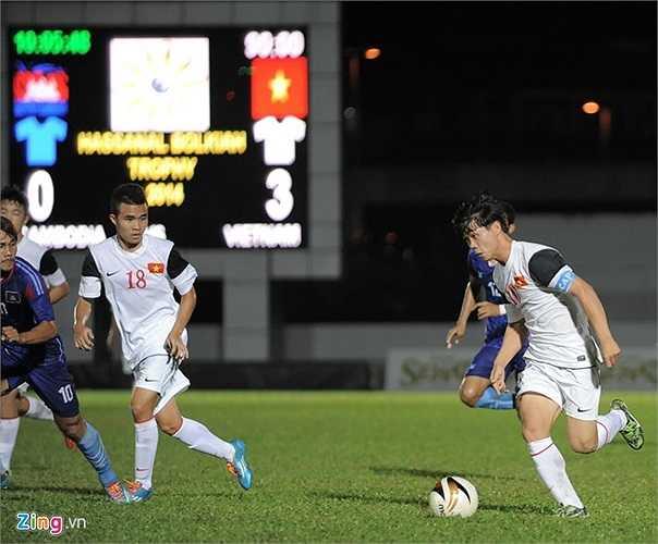 Những phút cuối trận HLV Graechen trao cơ hội cho Văn Toàn, Thanh Tùng vào sân thi đấu.