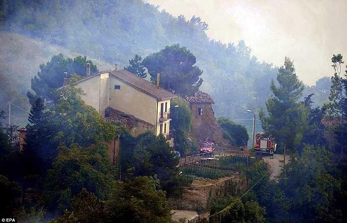 Lính cứu hỏa được huy động đến hiện trường