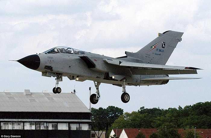 Chiến cơ gặp nạn được cho là thuộc loại Tornado của Không quân Italia