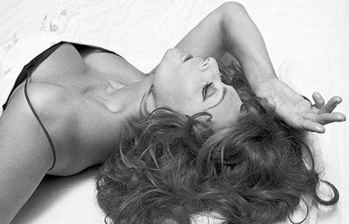 Sophia Loren vẫn còn chụp ảnh gợi cảm để quảng cáo 'nội y' khi đã 73 tuổi.