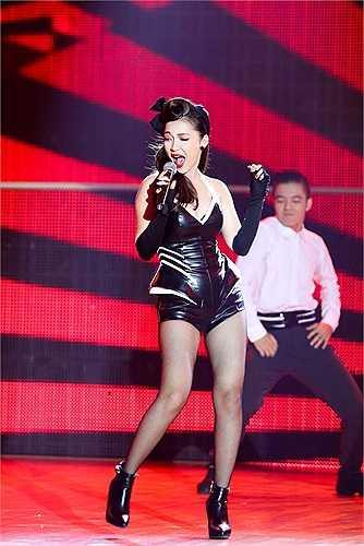Cựu á quân Giọng hát Việt cũng nhận được sự yêu thích của khán giả với phong cách trẻ trung, gợi cảm.