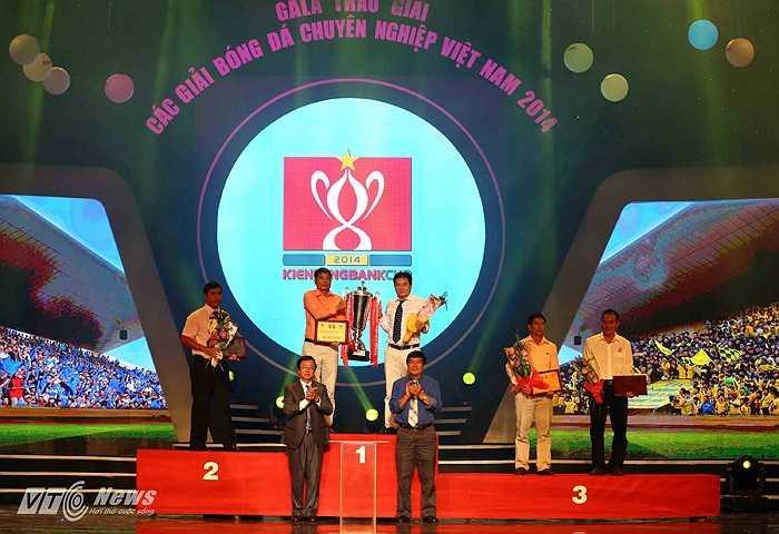 Trao giải Cup Quốc gia (Tiểu Hàn - Ảnh: Quang Minh)