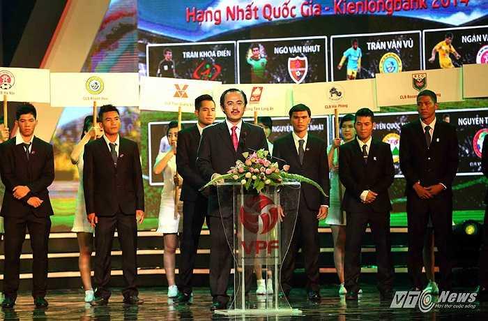 Chủ tịch VPF Võ Quốc Thắng đọc diễn văn khai mạc.