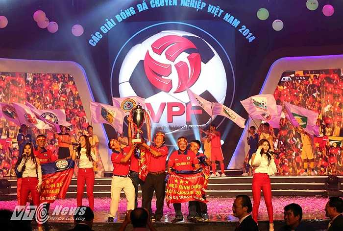 Trao Cup vô địch V-League 2014 cho B.Bình Dương.