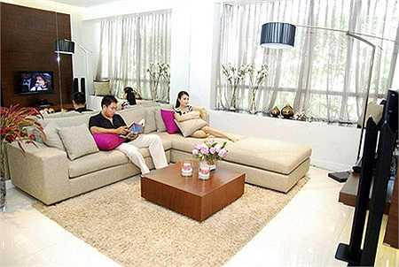 Ngoài ra, căn hộ được tối đa hóa không gian nhờ thiết kế với những ô cửa rộng để tận dụng nguồn ánh sáng thiên nhiên.