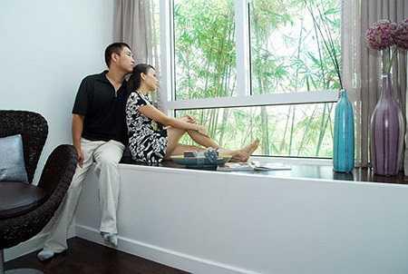 Tổng thể, căn hộ cao cấp triệu đô này toát lên vẻ sang trọng, sáng bong với đa phần là nội thất ngoại nhập, không gian sáng và thoáng, màu sắc trang nhã.