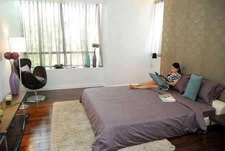 Cẩm Ly chia sẻ: 'Ly rất hài lòng về thiết kế của căn hộ, việc loại bỏ các vách ngăn không những tạo thêm diện tích sử dụng mà còn đem đến một không gian thoải mái nối kết mỗi thành viên trong gia đình'