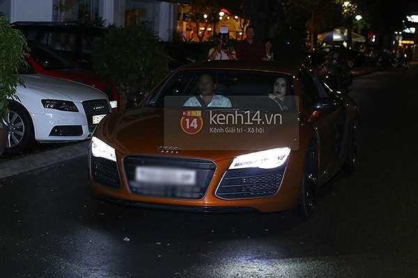 Thuỷ Tiên cũng từng khoe nhiều siêu xe của cặp vợ chồng tài danh