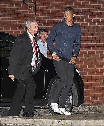 Ở Man Utd, Rojo mặc áo số 5- chiếc áo mà Rio Ferdinand để lại sau khi anh chuyển sang thi đấu co QPR
