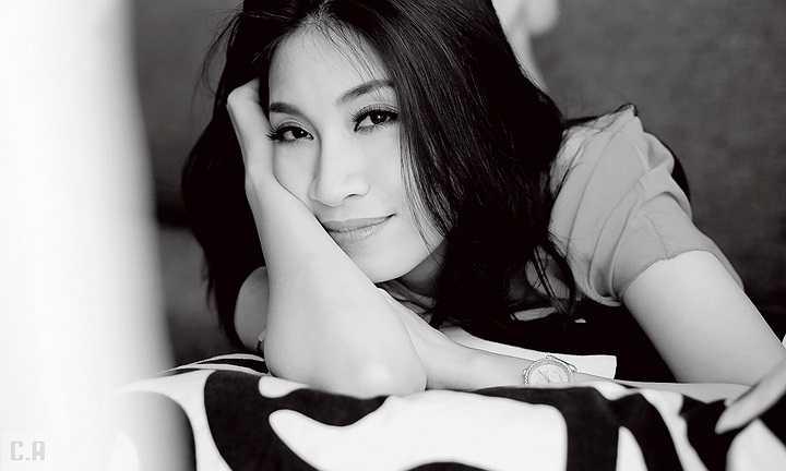 Pha Lê cũng tự nhận mình là một người rất mạnh mẽ ở bên ngoài nhưng khi về với gia đình thì cô như một đứa trẻ.