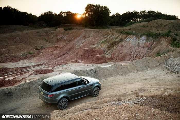 Trong một ngày dài, từ sáng sớm đến tận khi tối trời, điều mà nhiếp ảnh gia này muốn kiểm chứng là chiếc xe sẽ thể hiện ra sao trong điều kiện địa hình phức tạp.